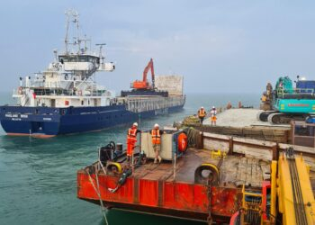 Transfer of rock to barge